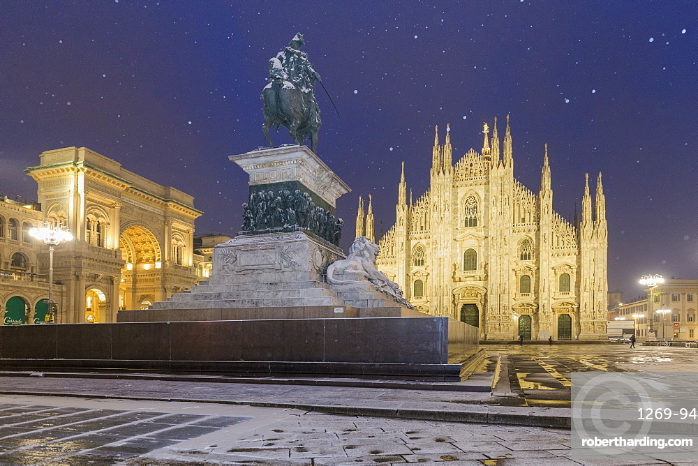 Monument of Napoleon in Piazza Duomo during a snowfall at twilight, Milan, Lombardy, Northern Italy, Italy, Europe
