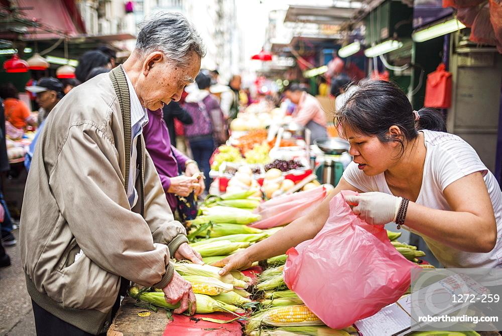 Wet Market in Chun Yeung Street, Hong Kong Island, Hong Kong, China, Asia