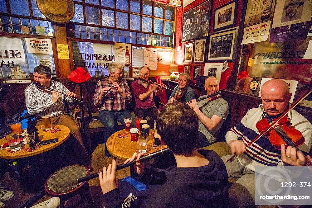 The Cobblestone Pub, during an Irish traditional music jam session, Dublin, Republic of Ireland, Europe