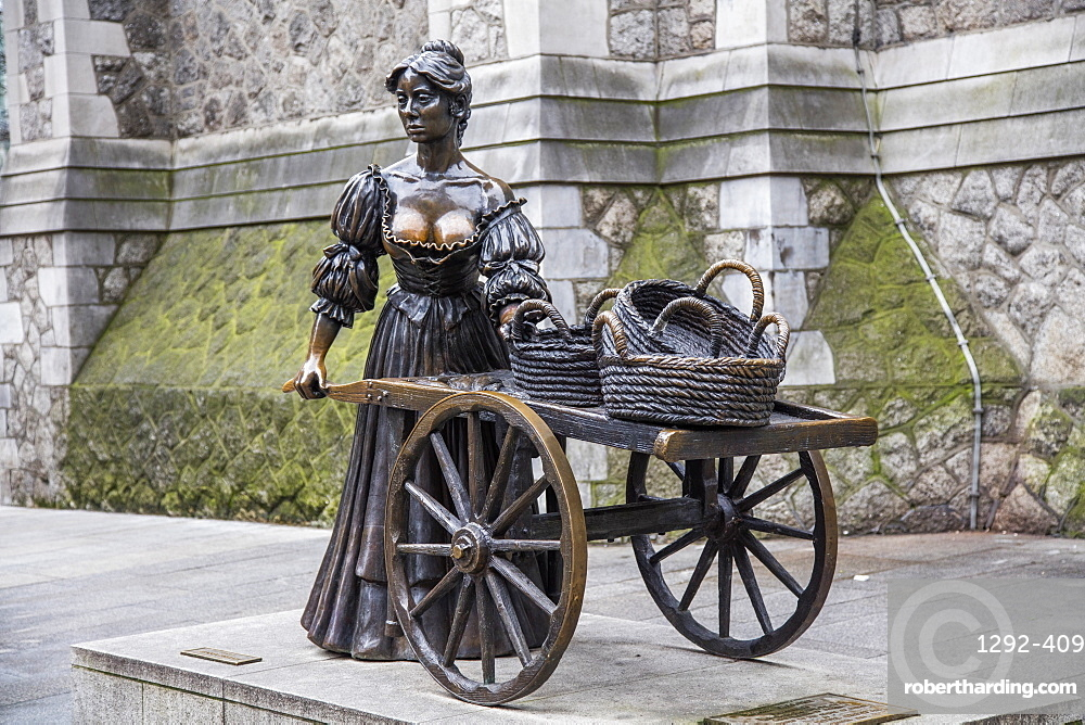 The Molly Malone Monument, Dublin, Republic of Ireland, Europe