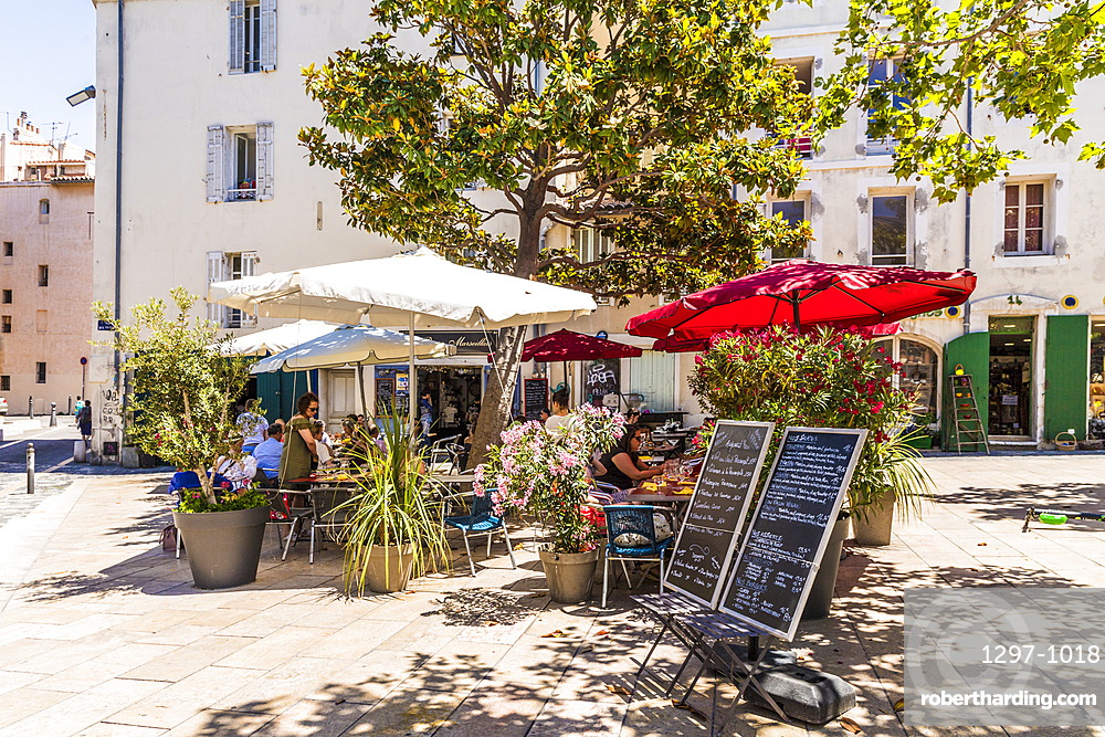 Cafe scene in Le Panier old town, Marseille, Bouches du Rhone, Provence, Provence Alpes Cote d'Azur, France, Europe