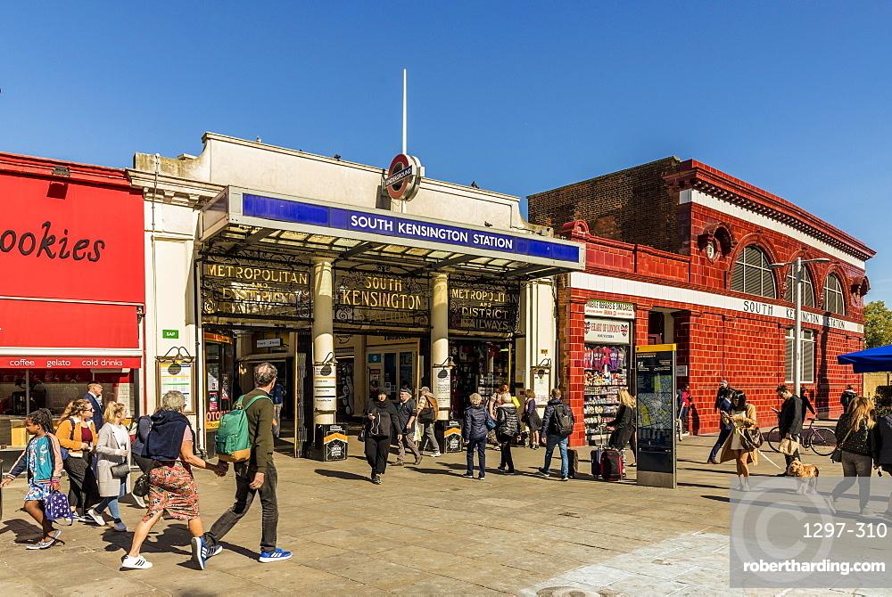 A street scene in South Kensington, London, England, United Kingdom, Europe