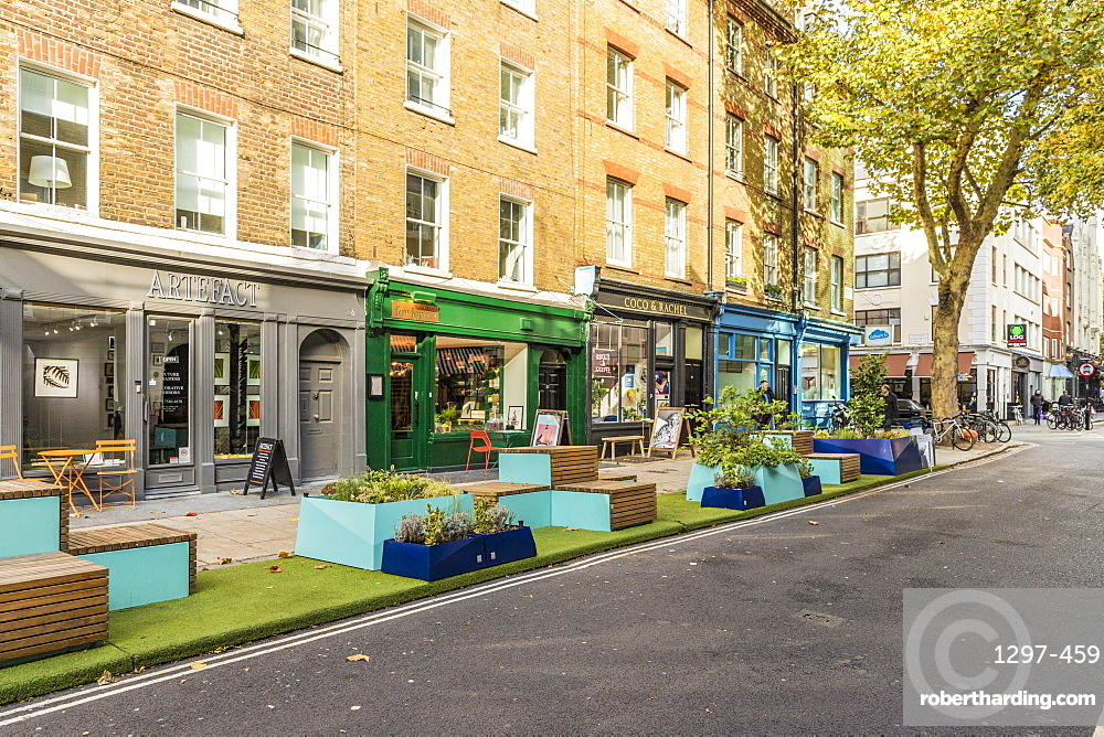 A street scene in Fitrovia, London, England, United Kingdom, Europe