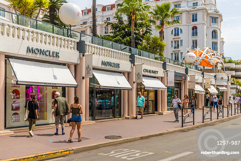Street scene in Cannes, Alpes Maritimes, Cote d'Azur, Provence, French Riviera, France, Mediterranean, Europe