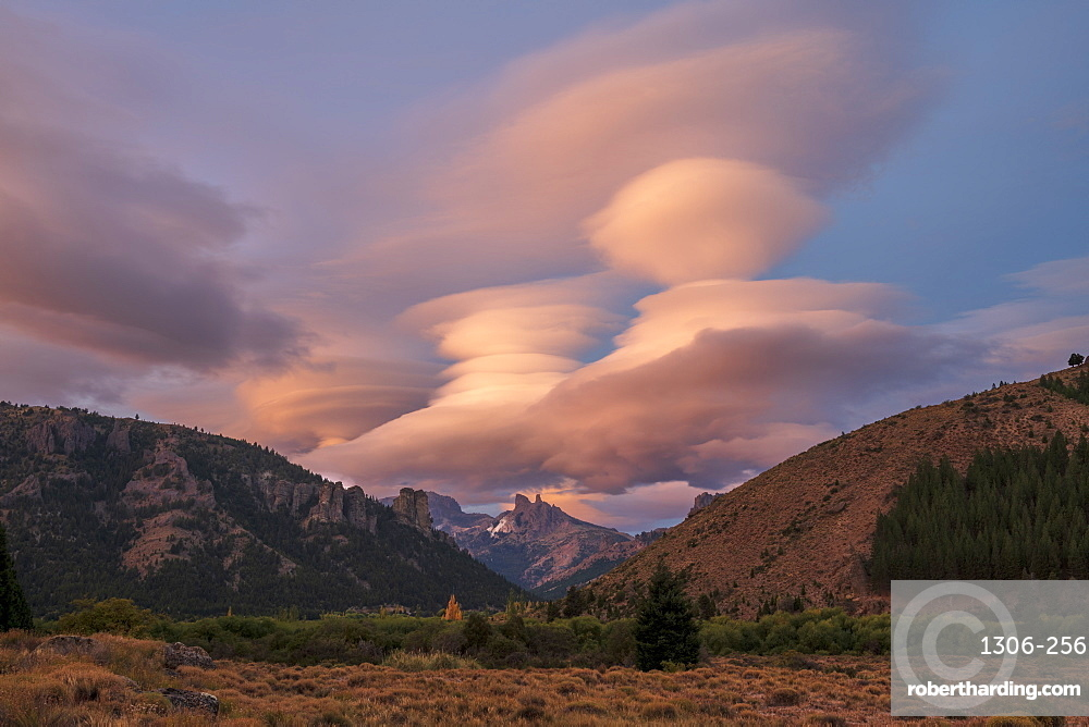 Dramatic cloud formation above the Chillean Saddle, Barilochie, Patagonia, Argentina, South America