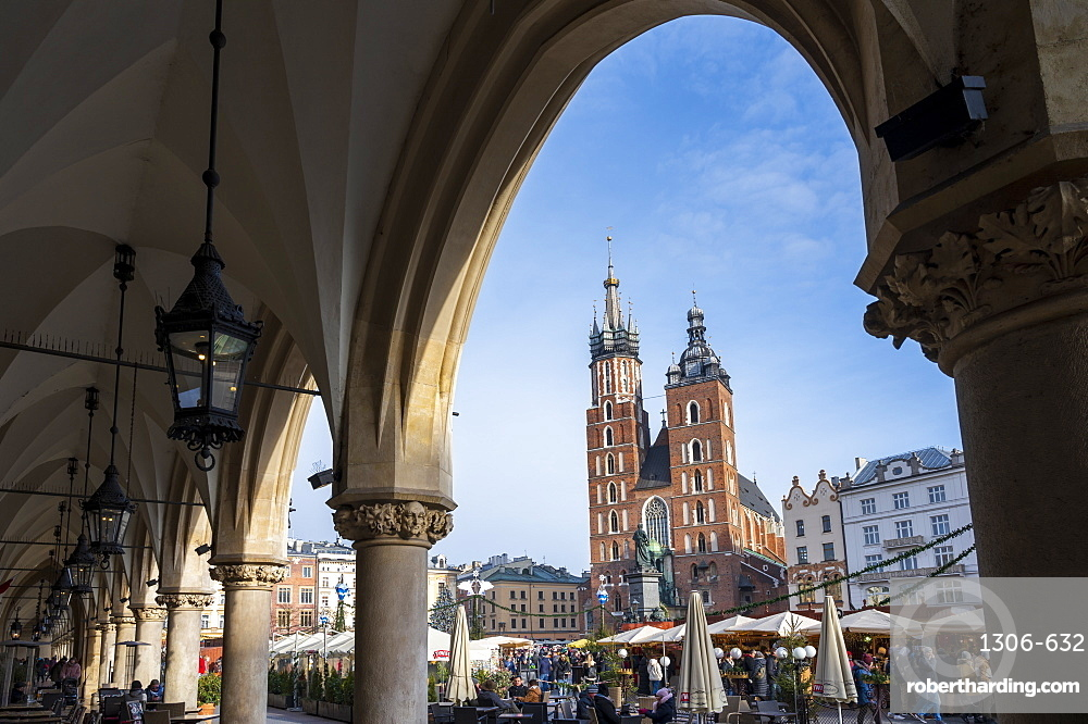 Saint Mary's Basilica in Market Square, UNESCO World Heritage Site, Krakow, Poland, Europe