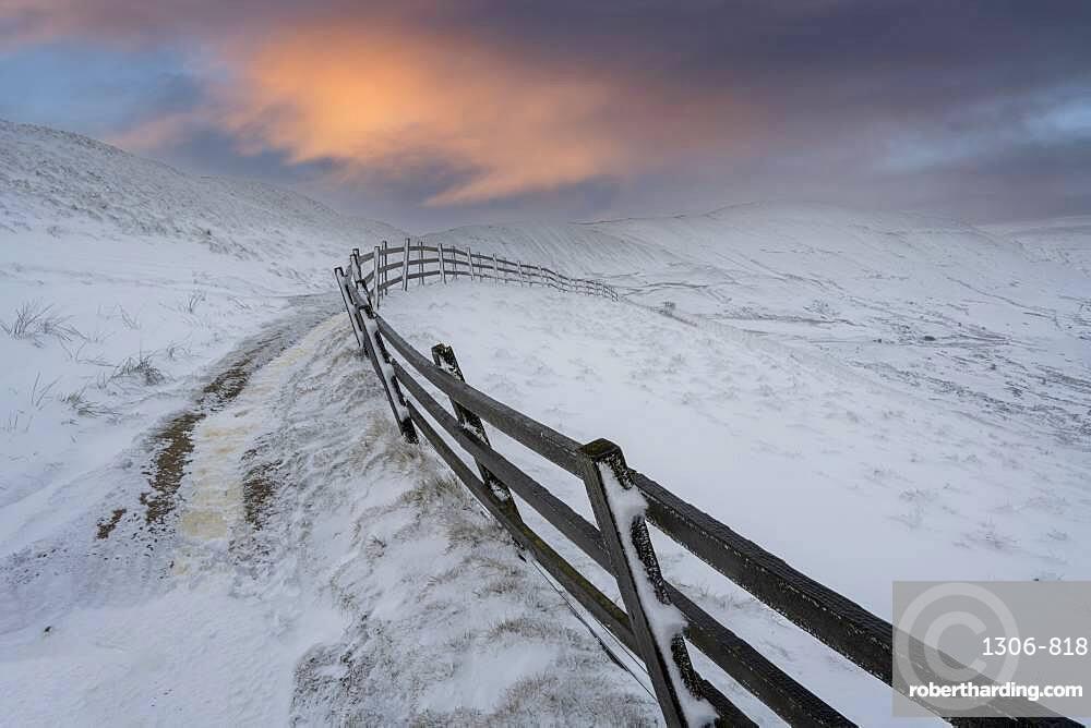 Rushup Edge in winter, Peak District Derbyshire