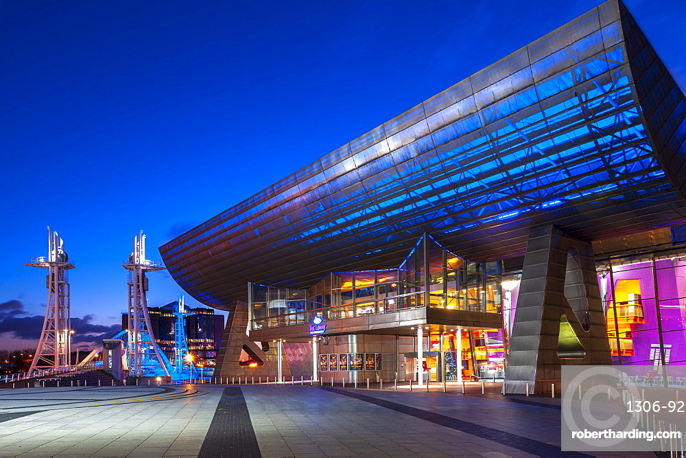 Lowry Theatre and Salford Quays Lift Bridge in Manchester, England, United Kingdom, Europe