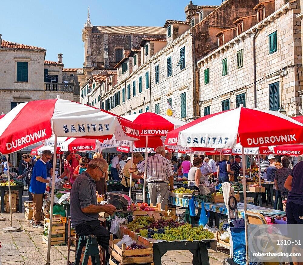 Colourful fruit and vegetable market in Gundulic Square, Gunduliceva Poljana, Dubrovnik, Dubrovnik-Neretva, Dalmatia, Croatia, Europe