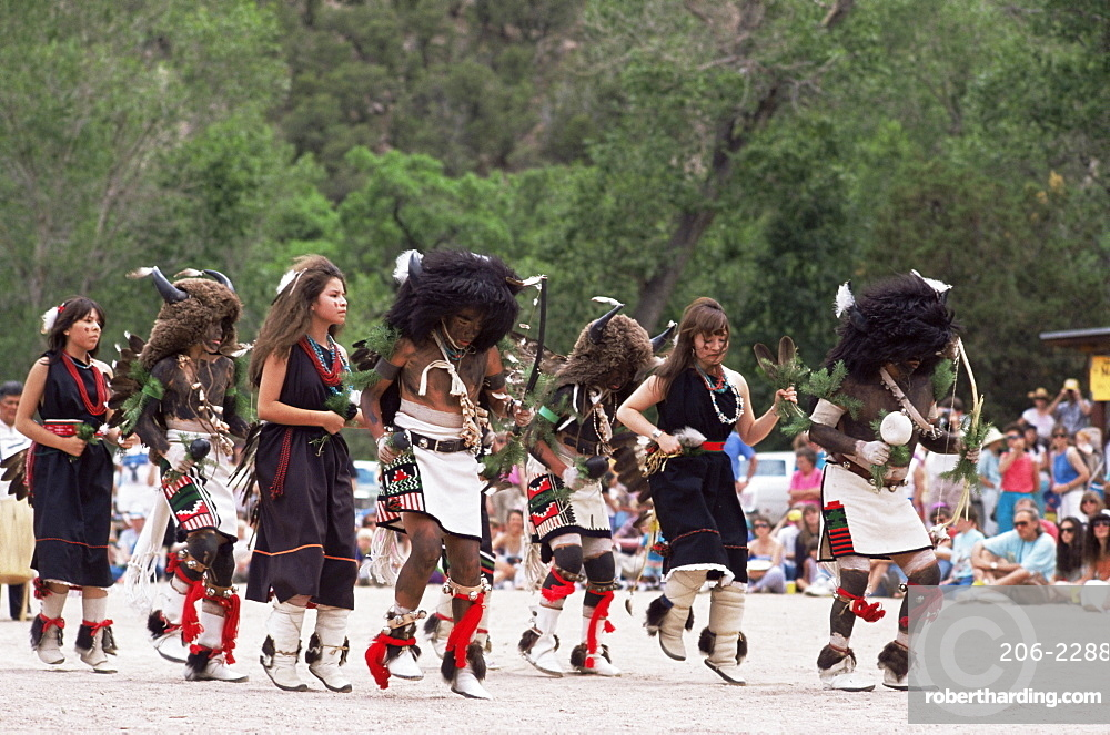 Buffalo dance performed by Indians from Laguna Pueblo on 4th July, Santa Fe, New Mexico, United States of America, North America