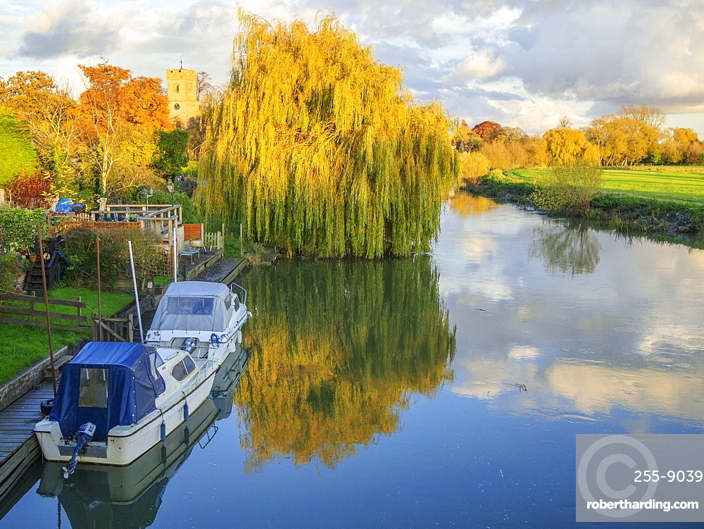 River Avon at Bidford-on-Avon, Warwickshire, England, United Kingdom, Europe