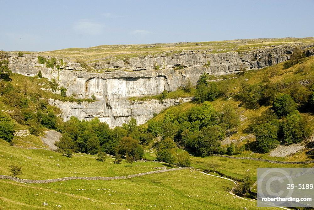Malham Cove, limestone cliff 70 metres high, Malham, Yorkshire Dales National Park, Yorkshire, England, United Kingdom, Europe