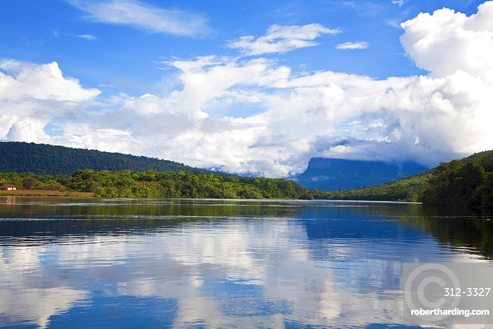 Scenery on boat trip to Angel Falls, Canaima National Park, UNESCO World Heritage Site, Guayana Highlands, Venezuela, South America