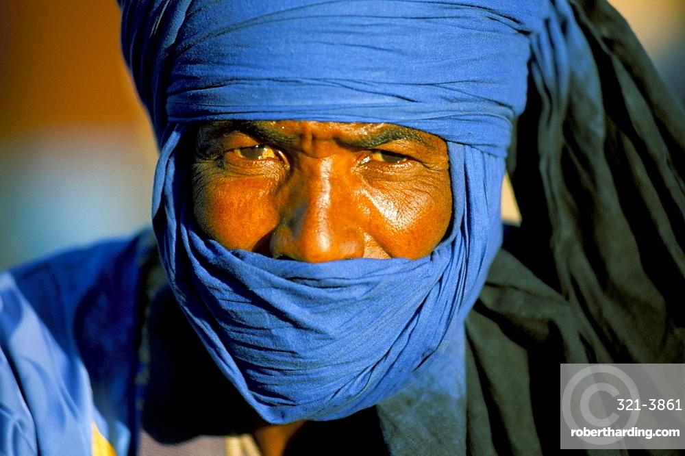 Man wearing blue headscarf, Djemma el Fna, Marrakech (Marrakesh), Morocco, North Africa, Africa
