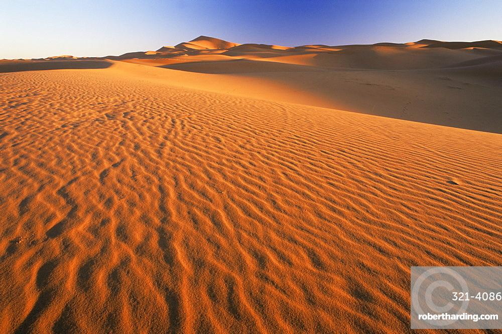 Sand dunes in Erg Chebbi sand sea, Sahara Desert, near Merzouga, Morocco, North Africa, Africa