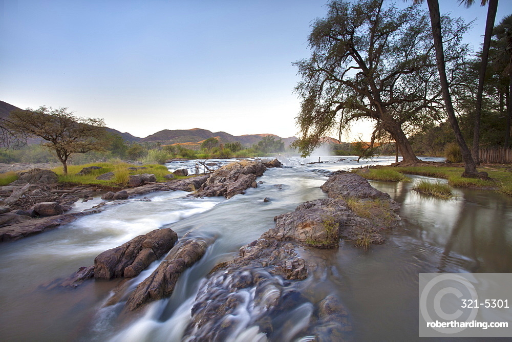 Kunene River which forms the border between Namibia and Angola, near Epupa Falls, Kunene Region (formerly Kaokoland), Namibia, Africa