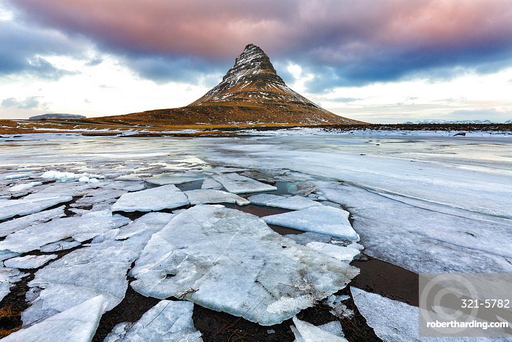 Kirkjufell (Church Mountain) in winter, near Grundafjordur, Snaefellsnes Peninsula, Iceland, Polar Regions