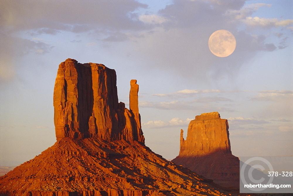Mitten Butte Rocks, Monument Valley, Arizona, USA