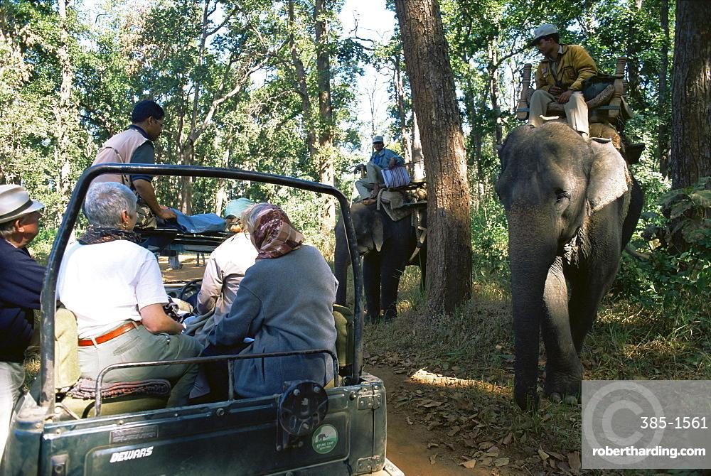 Tourists tiger spotting, Kanha National Park, Madhya Pradesh state, India, Asia