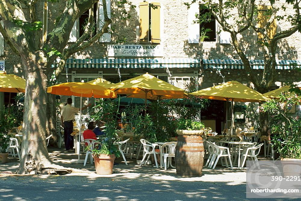 Pavement cafe, Lagrasse, Aude, Languedoc-Roussillon, France, Europe
