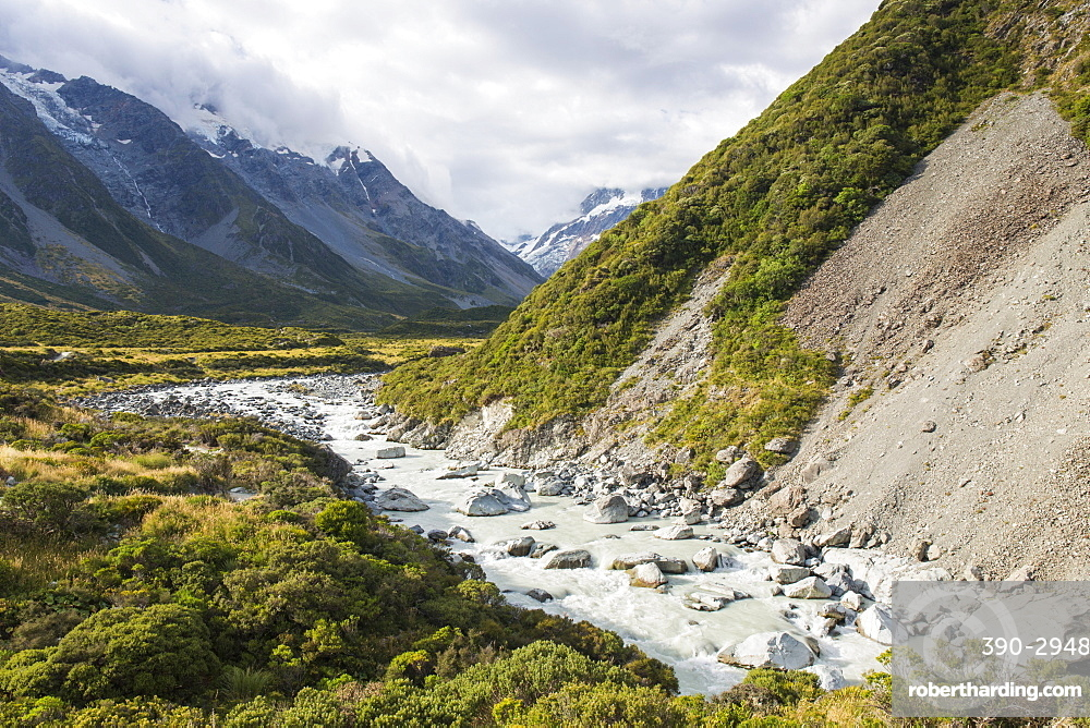 View up the Hooker Valley, Aoraki (Mount Cook) National Park, UNESCO World Heritage Site, Mackenzie district, Canterbury, South Island, New Zealand, Pacific