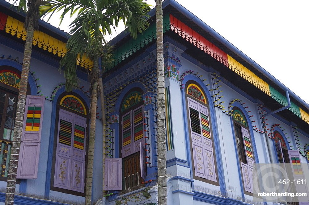 Colourfully painted building in Little India, Singapore, Southeast Asia, Asia
