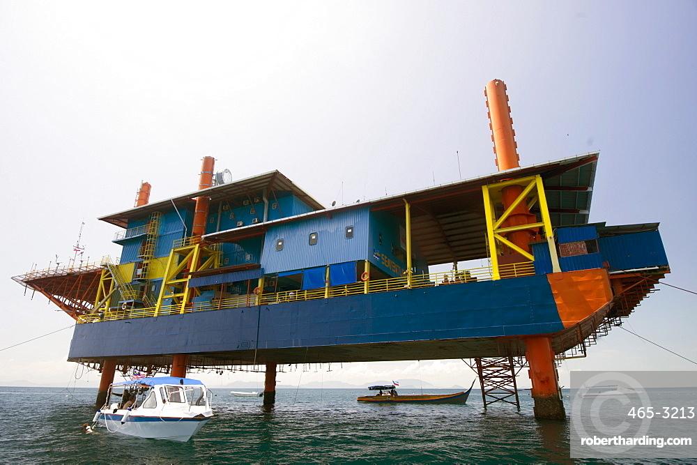 Seaventures recycled oil rig hotel, Mabul Island in the Celebes Sea, eastern Sabah, Borneo, Malaysia, Southeast Asia, Asia