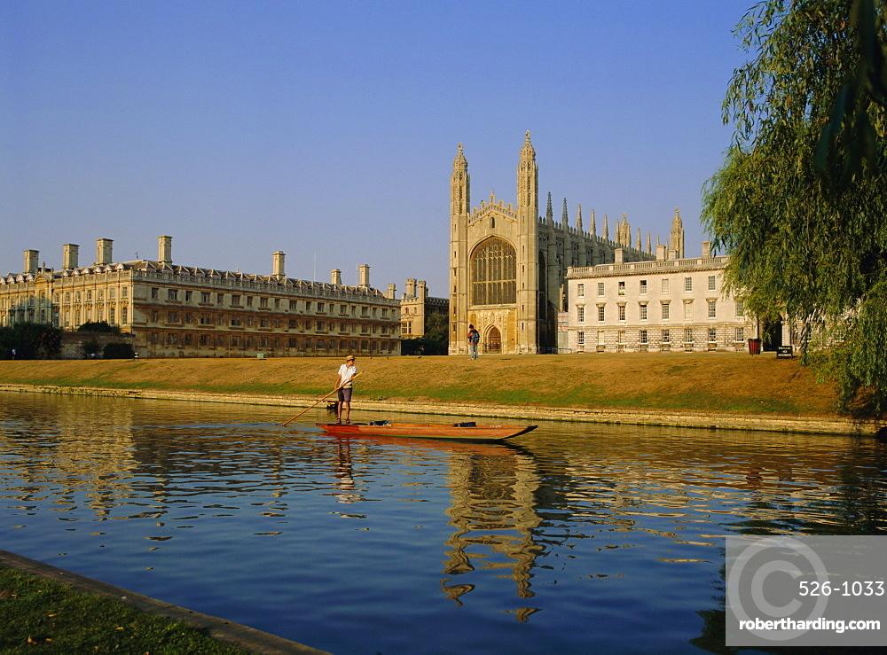 Punt on The Backs, River Cam, Kings College, Cambridge, Cambridgeshire, England, UK, Europe