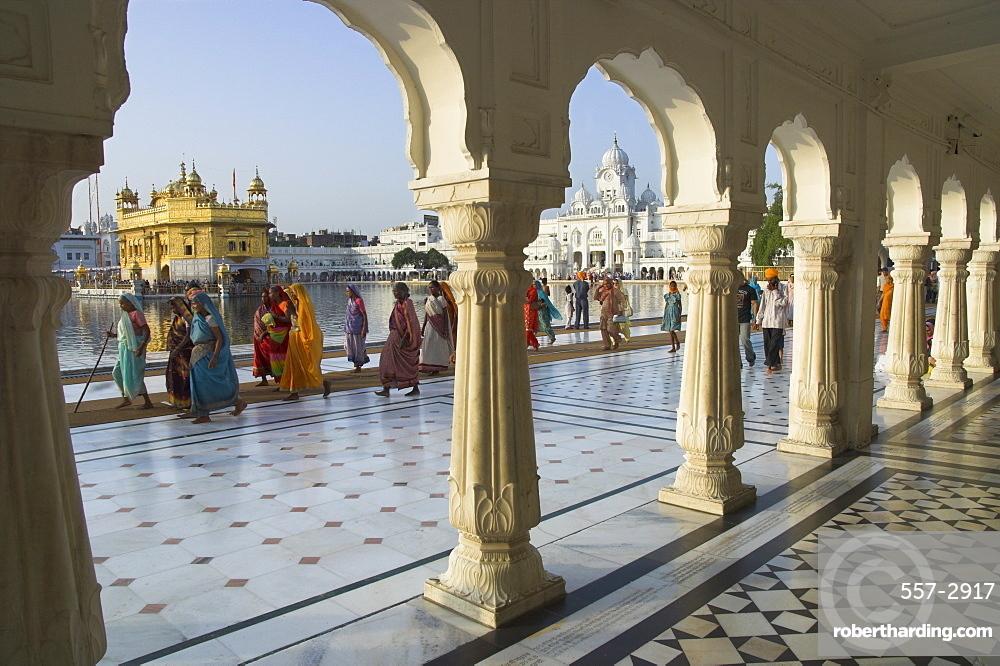 Group of Sikh women pilgrims walking around holy pool, Golden Temple, Amritsar, Punjab state, India, Asia