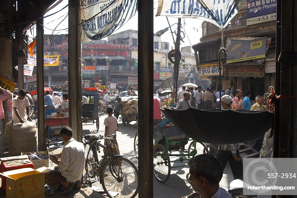 People and vehicles in the spice market, Chandni Chowk Bazaar, Old Delhi, Delhi, India, Asia