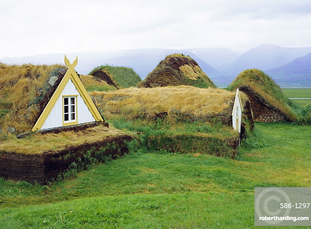 Buildings with turf roof and walls, typical of rural buildings up to 1900 as there were few trees, Restored Farm Museum, Glaumber (Glaumbaer), Iceland