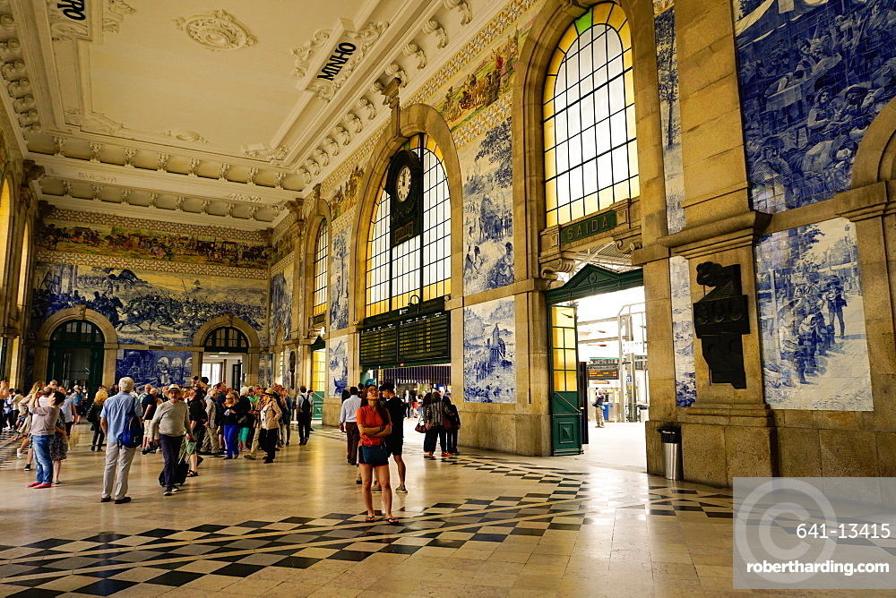 Tiles (azulejos) in entrance hall, Estacao de Sao Bento train station, Porto (Oporto), Portugal, Europe