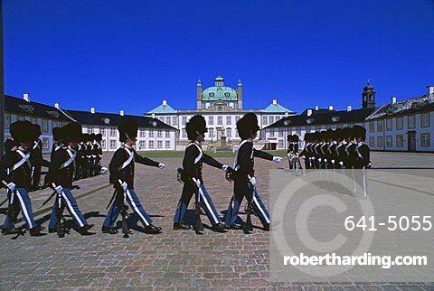 Changing the guards, Royal Palace, Fredericksburg Frederiksborg Slot), Denmark, Scandinavia, Europe