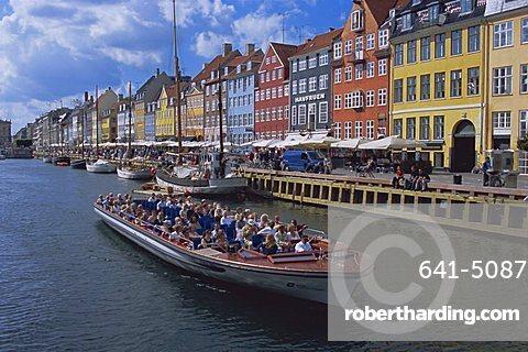 Nyhavn, or new harbour, busy restaurant area, Copenhagen, Denmark, Scandinavia, Europe