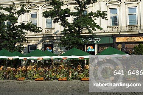 Cafe in the Main Market Square (Rynek Glowny), Krakow (Cracow), UNESCO World Heritage Site, Poland, Europe