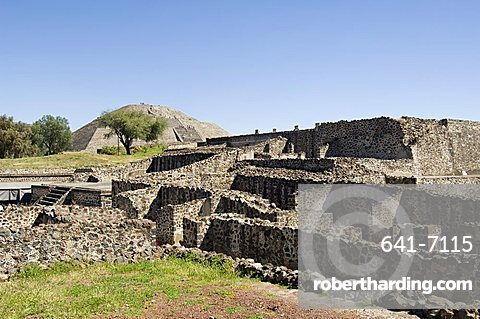 Ruins and Pyramid of the Moon beyond, Teotihuacan, 150AD to 600AD and later used by the Aztecs, UNESCO World Heritage Site, north of Mexico City, Mexico, North America