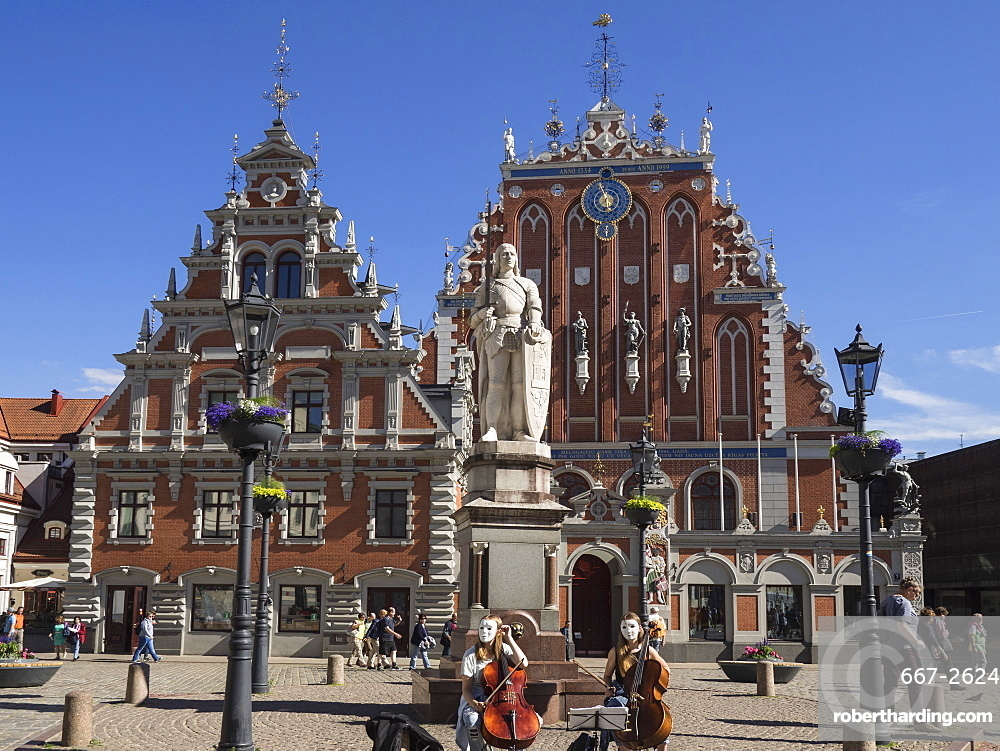 House of Blackheads with masked musicians playing in the square, UNESCO World Heritage Site, Riga, Latvia, Baltic States, Europe
