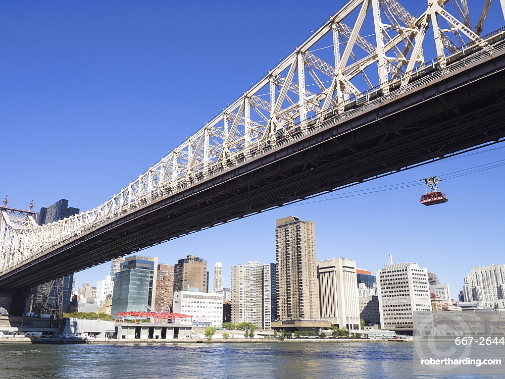 Aerial Tramway over the East River from Upper East Side Manhattan to Roosevelt Island, New York, United States of America, North America
