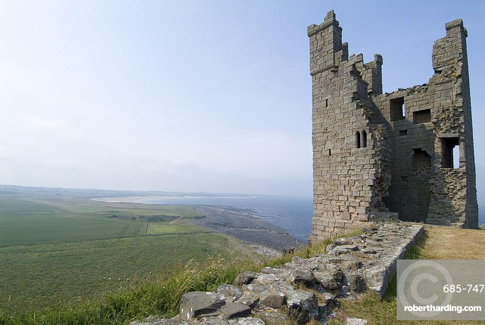 Castle ruins, Dunstanburgh, Northumberland, England, United Kingdom, Europe