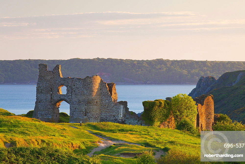 Pennard Castle (Penmaen Castle), overlooking Three Cliffs Bay, Gower, Wales, United Kingdom, Europe