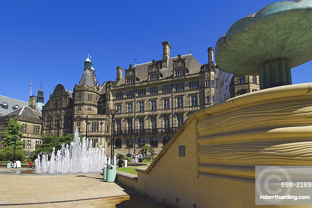 Peace gardens, fountains and Town Hall, Sheffield, Yorkshire, England, United Kingdom, Europe