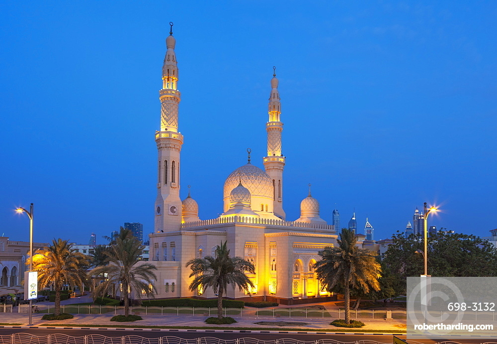 Dubai Jumeirah Mosque at night, Dubai, United Arab Emirates, Middle East