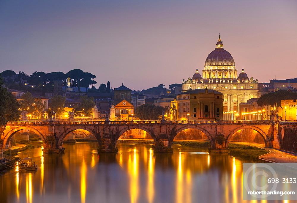 Pont Sant'Angelo and St. Peters Basilica, UNESCO World Heritage Site, Vatican City, Rome, Lazio, Italy, Europe