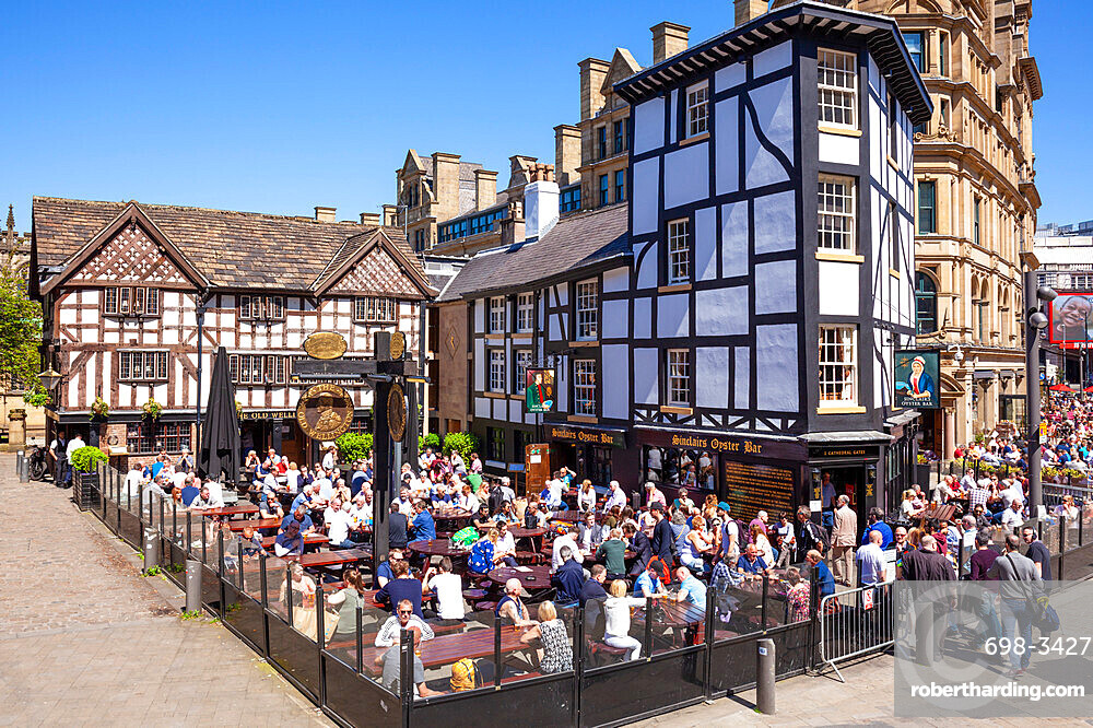 Crowded Sinclair's Oyster Bar and The Old Wellington public house Cathedral Gates Manchester City Centre England UK GB Europe