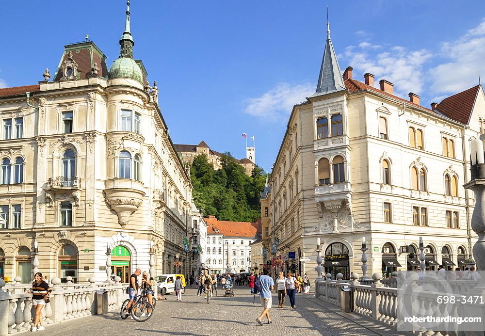 Ljubljana Triple Bridge to the old town and Ljubljana Castle on Castle Hill, city centre, Ljubljana, Slovenia, Europe