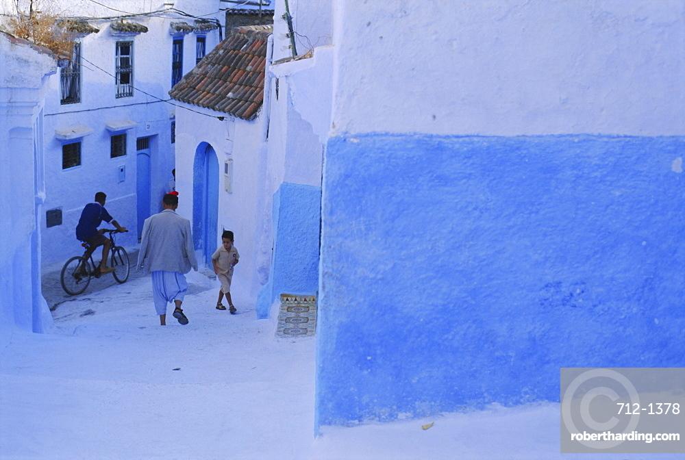 Street scene in Chefchaouen (Chaouen) (Chechaouen), Rif Region, Morocco, Africa