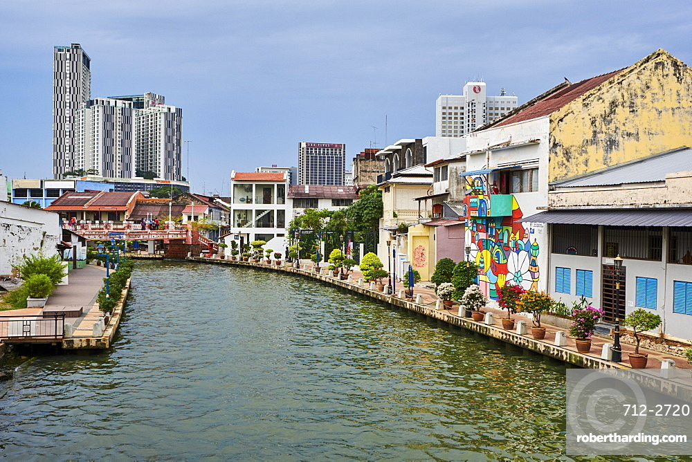 Wall painting and the canal, Malacca, UNESCO World Heritage Site, Malacca State, Malaysia, Southeast Asia, Asia