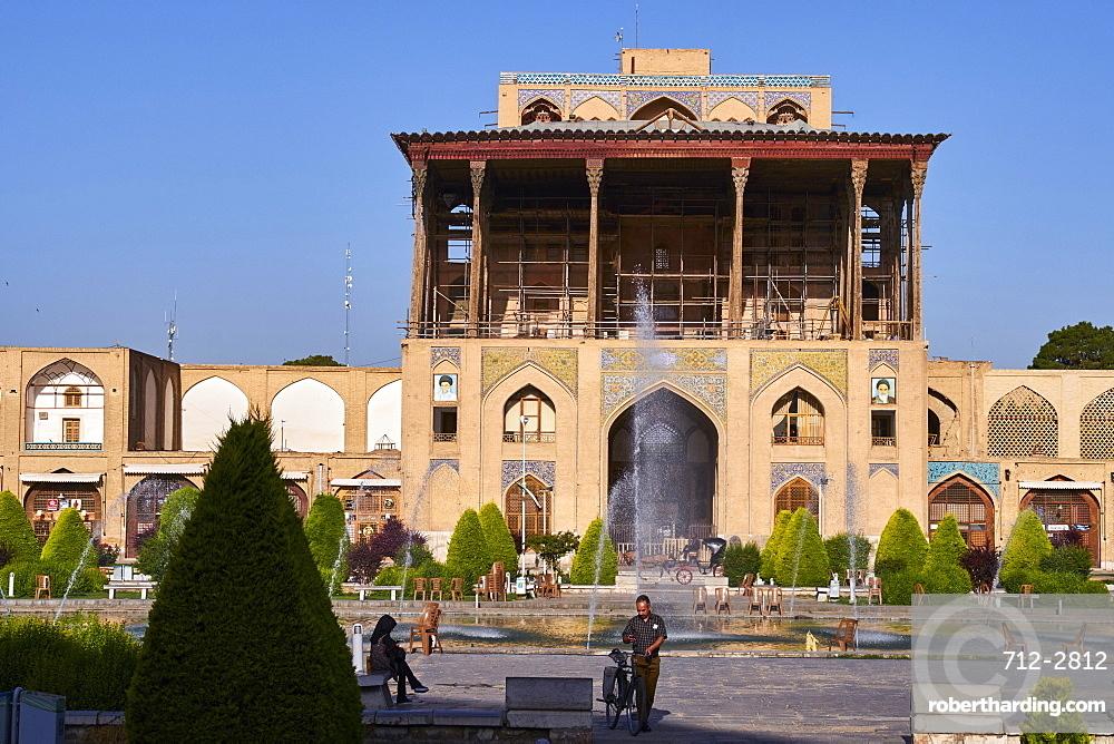 Ali Qapu Palace, UNESCO World Heritage Site, Imam Square, Isfahan, Iran, Middle East