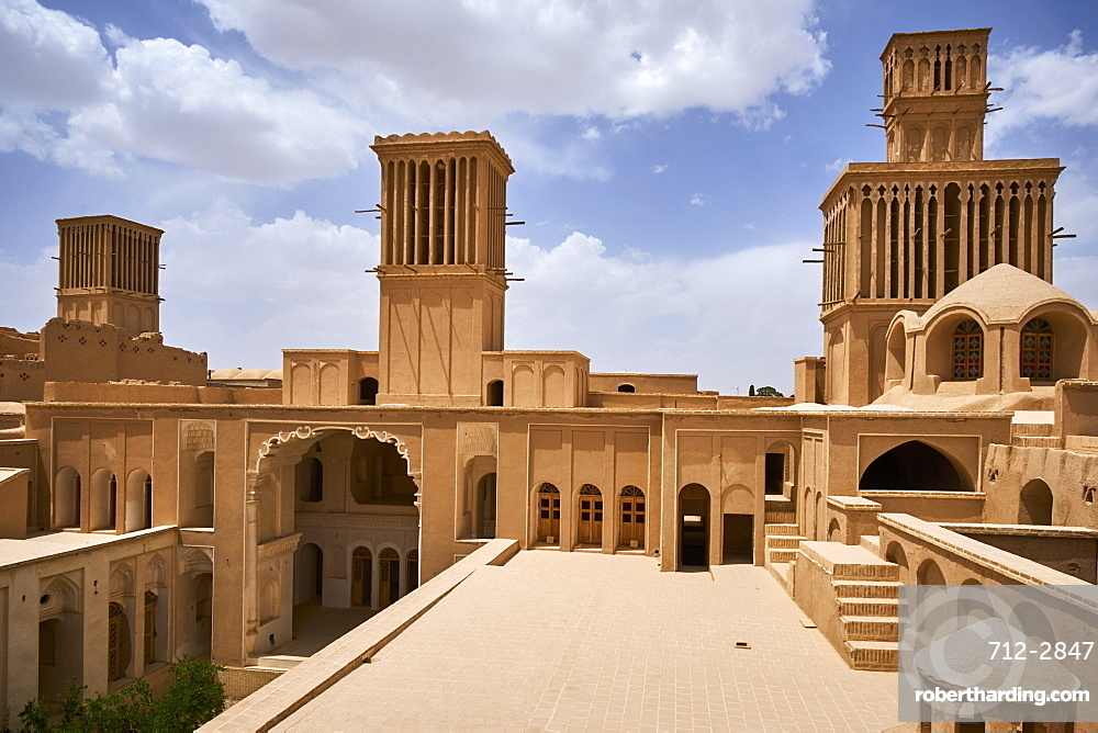 Traditional house with the badgir (windtowers), Aghazadeh, Abarkuh, Yazd Province, Iran, Middle East