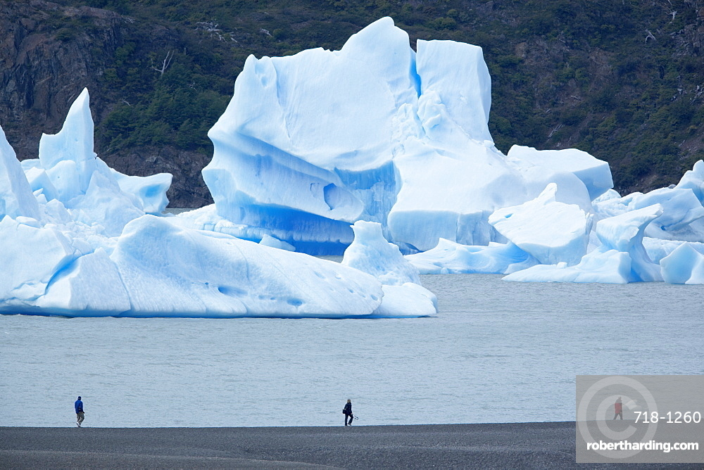 People walking near floating icebergs, Lago Gray (Lake Gray), Torres del Paine National Park, Patagonian Andes, Patagonia, Chile, South America